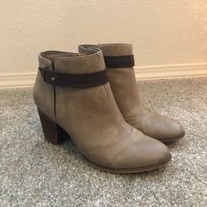 Restricted ankle boots taupe